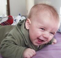 par bebe 200x190 Caderea parului la bebelusi