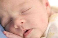 baby sleeping 200x133 Cand sa trezesti un bebelus pentru a manca