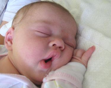 bebe somnoros De cate ore de somn are nevoie bebelusul meu?