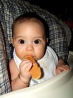 bebe 7 luni la masa 150x200 Bebelusul in luna a saptea de viata