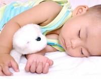 bebe 8 luni doarme 200x157 Bebelusul in luna a opta de viata