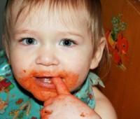 bebe descopera mancarea 200x170 Sfaturi pentru intarcare usoara