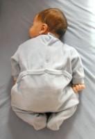 bebe doarme pe burtica 137x200 Totul despre somnul bebelusului in primul an de viata