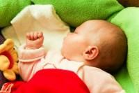 bebe doarme1 200x133 Totul despre somnul bebelusului in primul an de viata