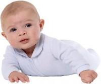 bebe se taraste la 8 luni 200x167 Bebelusul in luna a opta de viata