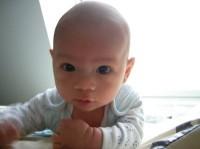 bebelus 3 luni 200x149 Bebelusul in luna a treia de viata