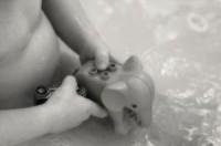 bebe la baie 200x132 Cat de des spalam copilul?