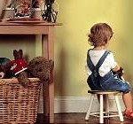 copil la colt Tipuri de pedepse folosite in sanctionarea copiilor