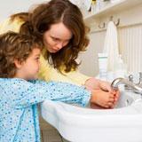 mama invata copilul Copiii si spalatul pe maini