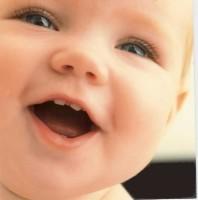 bebe cu dinti 198x200 Igiena orala la bebelusi si copii mici