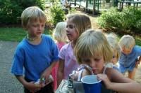 copii beau apa 200x133 Cata apa trebuie sa bea copiii?