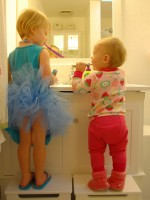copiii se spala pe dinti 150x200 Cum invatam copilul sa se spele pe dinti?