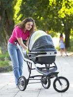 carucior si mamica 150x200 Cum alegi caruciorul perfect pentru bebelusul tau