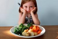fetita cu legume 200x135 Cum il convingi sa manance legume