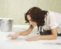 mamica spala podeaua 200x162 Ce probleme pot aparea in deprinderea folosirii olitei