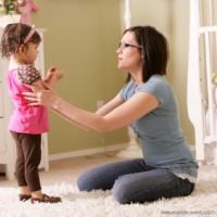 vorbiti de la acelasi nivel 200x200 Cum stimulam vorbirea la copii?