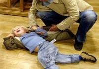 baiat tantrum 200x140 Cum linistim copilul cu tantrum (acces de furie)
