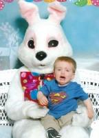baietel speriat de iepuras 144x200 Fricile copilariei