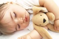 bebe doarme 200x134 Copilul la 1 an si 2 luni