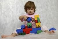 construieste cuburi 200x135 Copilul la 1 an si 7 luni
