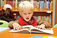 copil citind in alta limba 200x132 12 sfaturi pentru a invata copilul o limba straina