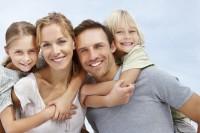 familie fericita 200x133 Grija pentru tine, ca parinte. Strategii pentru parinti echilibrati