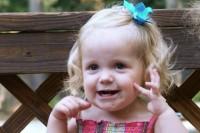 fetita 13 luni 200x133 Copilul la 1 an si 1 luna