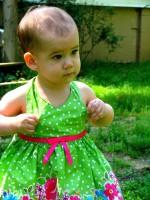 fetita cocheta 150x200 Copilul la 1 an si 3 luni