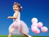fetita cu baloane 200x153 Ce temperament are copilul tau?