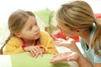 mama si copilul vorbesc 200x133 Cum sa cresti un copil inteligent emotional
