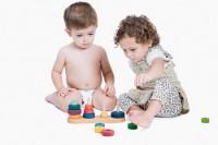 sfaturi impartire jucarii 200x133 8 sfaturi simple pentru a ti ajuta copilul sa imparta jucariile