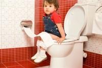 fetita la wc 200x133 Constipatia la copii