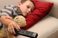 copil se uita la tv 200x133 Copilul la 2 ani si 1 luna