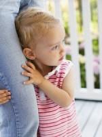 frica de straini 150x200 Copilul la 2 ani si 1 luna