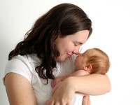 indemnizatie 85 octombrie 2012 200x150 Indemnizatia de crestere a copilului revine la 85% din media veniturilor nete incepand cu 1 octombrie 2012
